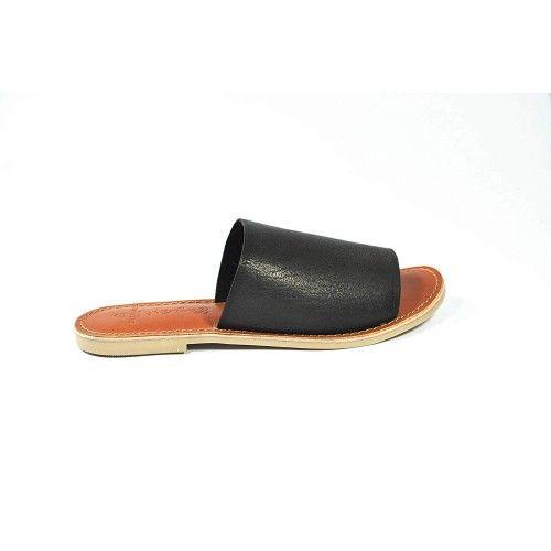 Flache Sandalen aus glattem...