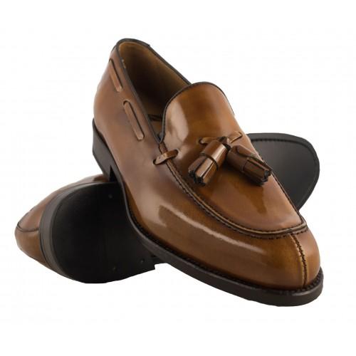 Spanische Schuhe mit Quasten